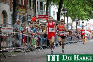 Tim Schwippel (links) gewann das Rennen über 5000 Meter knapp vor dem Vorjahressieger Emanuel Schoppe (1209)